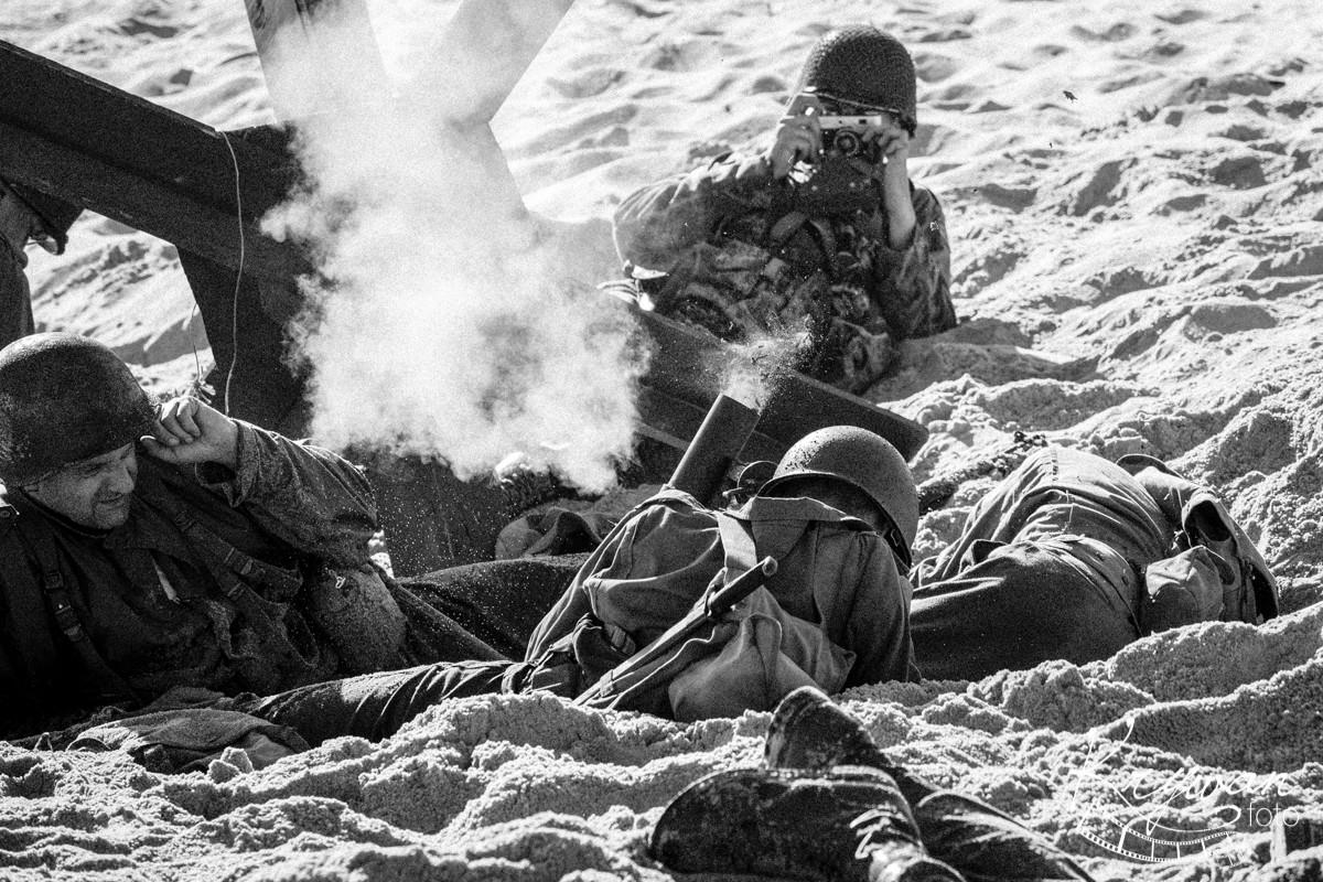 """Inscenizacja """"Dzień D – lądowanie w Normandii"""" –"""