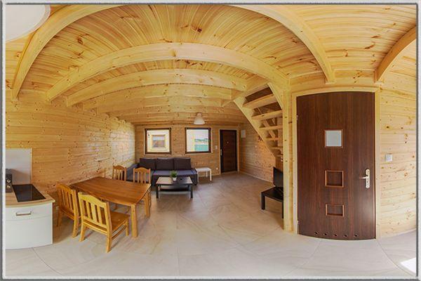Wirtualny spacer po domku drewnianym