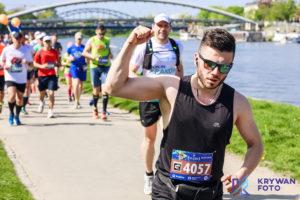 maraton w Krakowie, maratończycy, fotografia biegowa, zdjęcia biegi, Pic2Go Polska, 17. PZU Cracovia Maraton, fotograf biegowy, zdjęcia na biegach