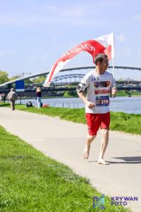 maraton w Krakowie, maratończycy, fotografia biegowa, zdjęcia biegi, Pic2Go Polska, 17. PZU Cracovia Maraton, fotograf biegowy, zdjęcia na biegach, bosy maratończyk